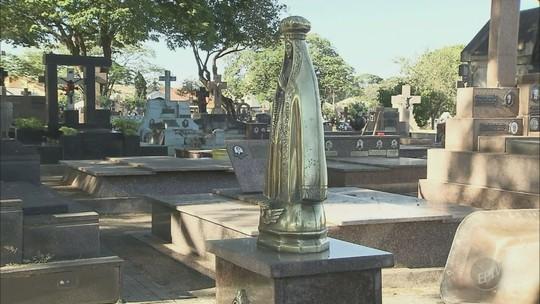 Moradores de Limeira reclamam de furtos de imagens e vasos de bronze de túmulos em cemitério
