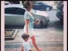 Luana Piovani exibe barriga de grávida em passeio com o filho