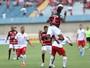 Invicto, Vila Nova pega o Atlético-GO, que tenta quebrar jejum em clássicos