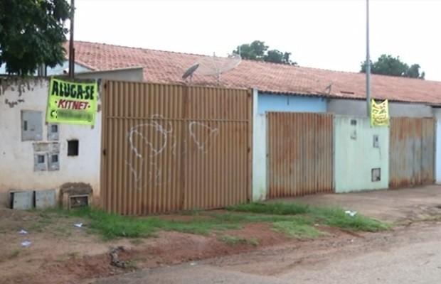 Moradores do Jardim Zuleika colocam casas a venda com medo dos criminosos (Foto: Reprodução/TV Anhanguera)