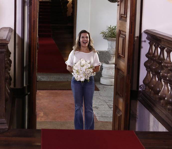Fernanda Souza simula sua entrada na igreja (Foto: Inácio Moraes / Gshow)