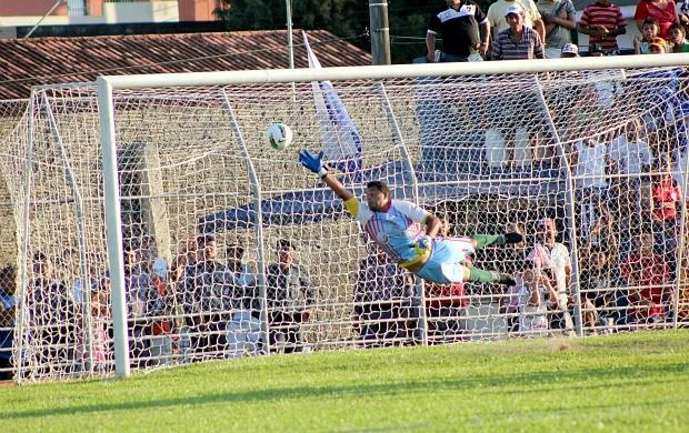 Penarol, gol (Foto: Anderson Silva/GLOBOESPORTE.COM)