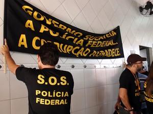 Policiais federais paralisaram atividades em Salvador, Bahia (Foto: Lílian Marques/ G1)