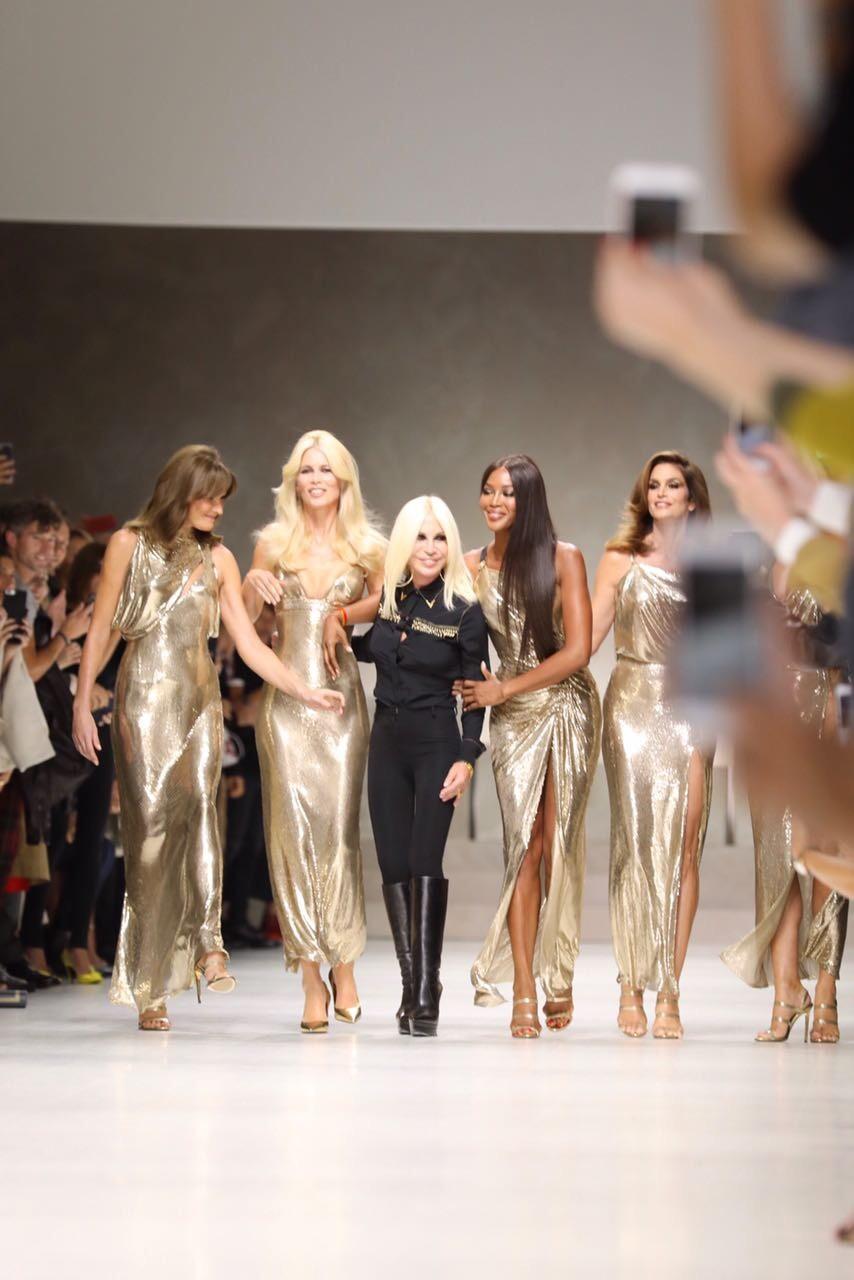 Tops com Donatella (Foto: Maxim/Fashiontomax)