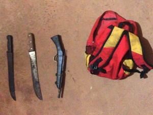 Armas apreendidas com os dois assaltantes (Foto: Divulgação / Polícia Militar)