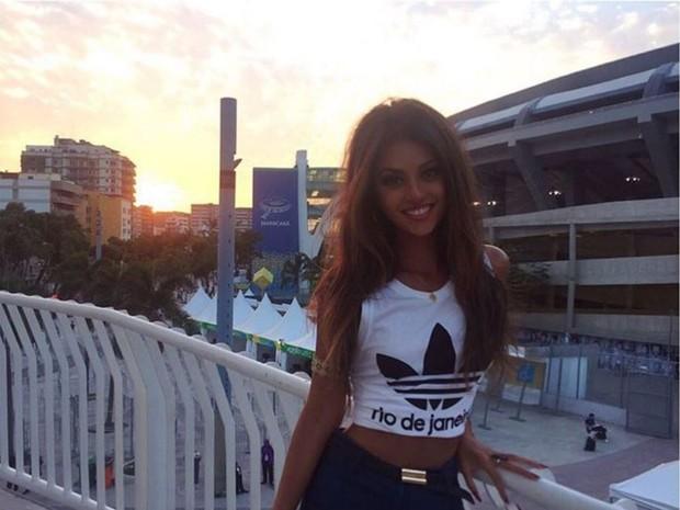 Anajú Dorigon em frente ao Maracanã durante a Olimpíada Rio 2016 (Foto: Reprodução/Instagram)