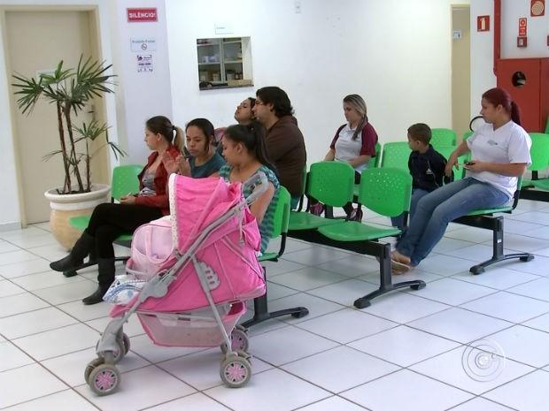 Falta de médicos e demora para consultas preocupam moradores (Foto: Reprodução/ TV TEM)
