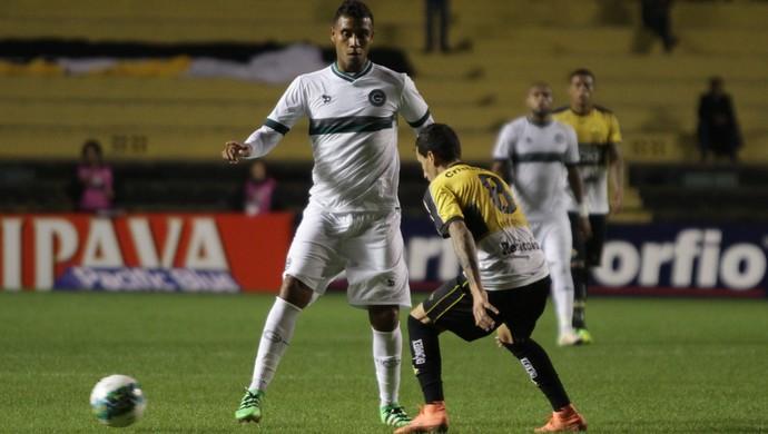 Léo Lima, em lance de jogo contra o Criciúma (Foto: Guilherme Hahn/Agif/Estadão Conteúdo)