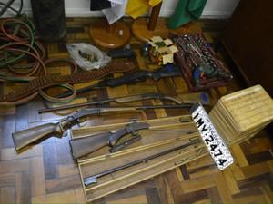 Armas e ferramentas foram apreendidas (Foto: Divulgação/Polícia Civil)