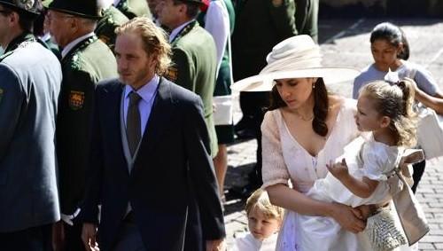Andrea foi ao casamento com a mulher, Tatiana Santo Domingo, e os filhos  (Foto: Getty Images)