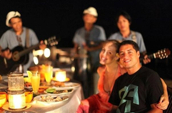 Mineirinho e a namorada em um jantar romântico (Foto: Reprodução Instragram)