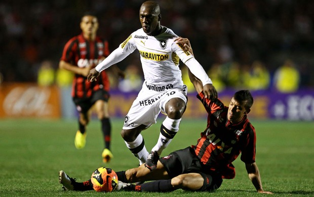 Seedorf Botafogo x Atlético-PR (Foto: Heuler Andrey / Ag. Estado)