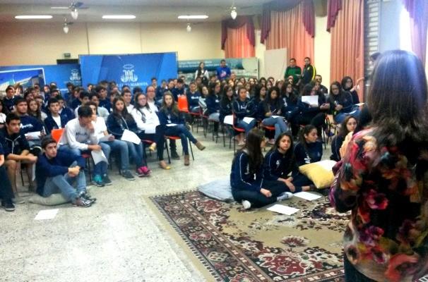 Alunos participam de debates sobre a programação no projeto #ToNaRBS (Foto: Divulgação/RBS TV)