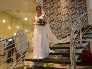 Noiva Erica Gonçalves conheceu o amado na igreja evangélica (Foto: Aline Paiva/G1)