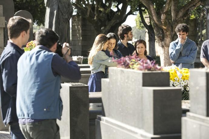 Imprensa aparece no enterro (Foto: Raphael Dias/Gshow)