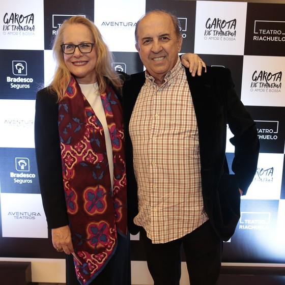 Lucinha Lins e o marido, o ator e figurinista Cláudio Tovar, foram prestigiar o filho dela, Claudio Lins, que está no elenco do musical (Foto: Felipe Panfili/ Divulgação)