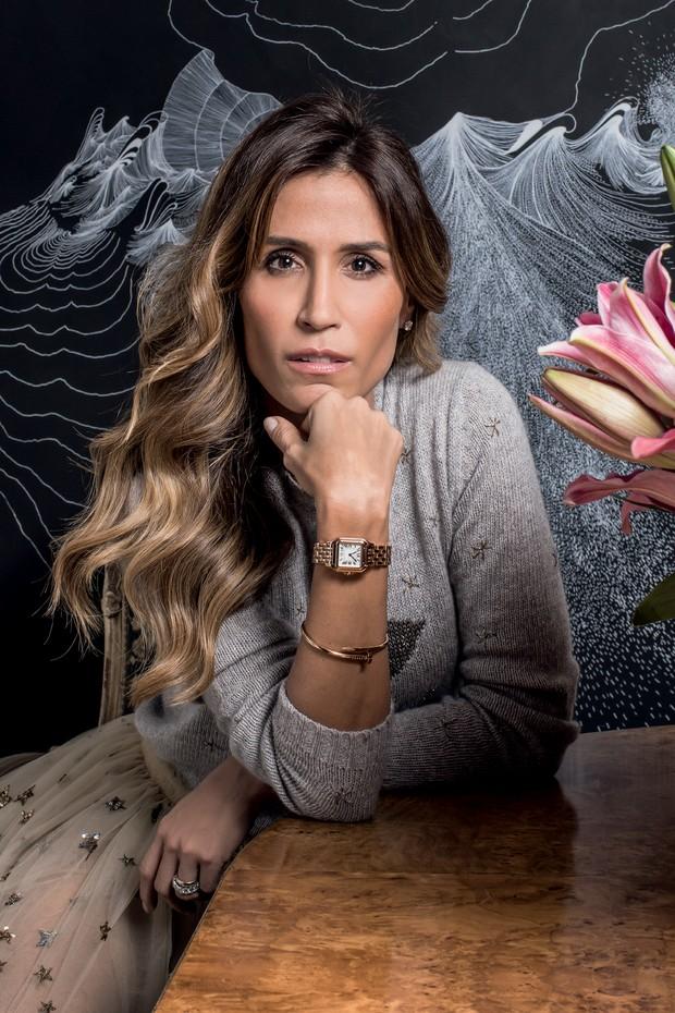 Carola Diniz usa relógio Panthère de ouro rosa e tamanho médio (R$ 91.500) e bracelete Juste un Clou, ambos Cartier (Foto: Deco Cury, Ron Galella, Time & Life Pictures, New York Daily News Archive/Getty Images e Divulgação)