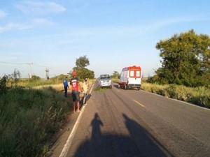 Samu esteve no local, mas vítima morreu a caminho do hospital (Foto: blogbraga / Repórter Edivaldo Braga)