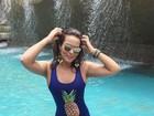 Geisy Arruda posa de maiô com estampa divertida: 'Sou um abacaxi'