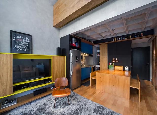 sala-de-tv-rack-mesa-de-jantar-cimento-madeira (Foto: Divulgação)