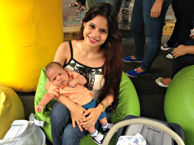 ENEM 2016 - SÁBADO (5) - Manaus (AM) - Candidata precisou levar bebê para Enem (Foto: Indiara Bessa/G1 AM)