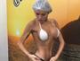 Thalita Zampirolli mostra resultado de bronzeamento em frente e verso