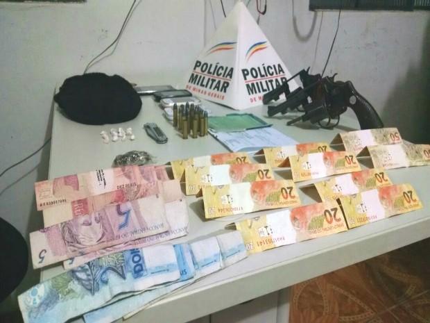 Materiais apreendidos em Guimarânia (Foto: Polícia Militar/Divulgação)