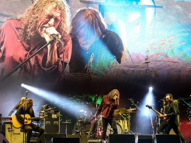 Robert Plant anima público acompanhado de sua banda no Lollapalooza (Foto: Marcelo Brandt/G1)