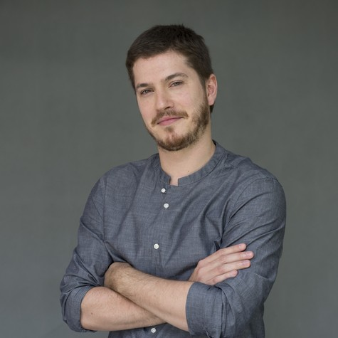 Caio Paduan é Afonso em 'Além do tempo' (Foto: TV Globo)