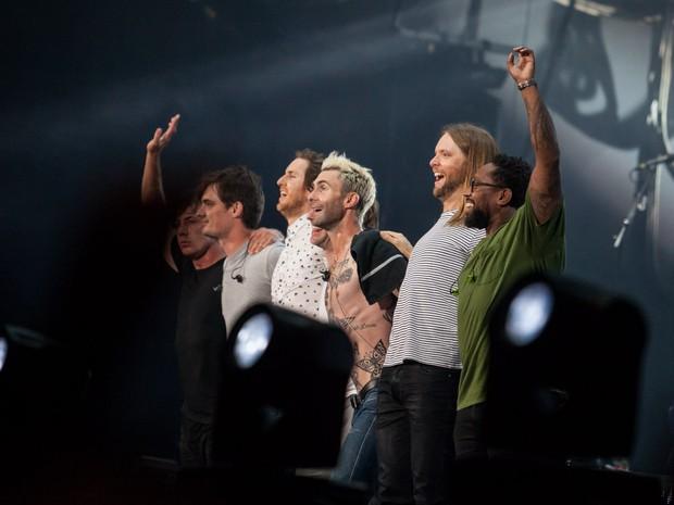 Maroon 5 agradece ao público no fim do show no Allianz Parque, o estádio do Palmeiras, na noite desta quinta-feira (17) em São Paulo (Foto: Fábio Tito/G1)