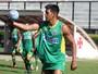Coadjuvante eficaz: Julio dos Santos joga 180 minutos e ajuda defesa