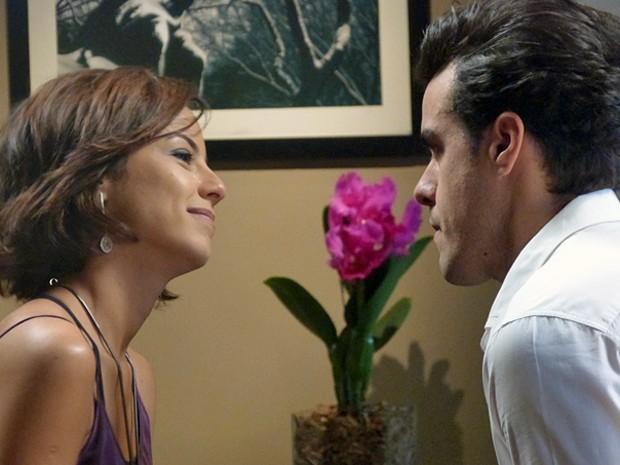 Enrico se declara e deixa a noiva emocionada (Foto: Império / TV Globo)