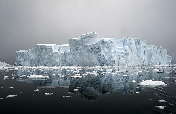 Iceberg foi fotografado na Antártica por brasileiro, que vai lançar livro sobre o extremo sul do Oceano Atlântico (Foto: Divulgação/Daniel Botelho)