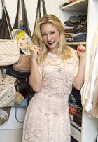 Giselle Prattes abre o closet grifado e afirma: 'Achei muita coisa em brechós'