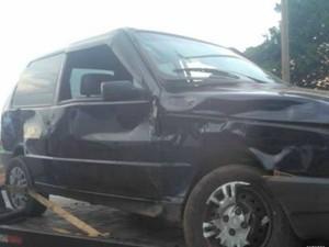 Taxi fica com frente destruída após colidir com carro de passeio, em Rolim (Foto: Rondônia News/Reprodução)
