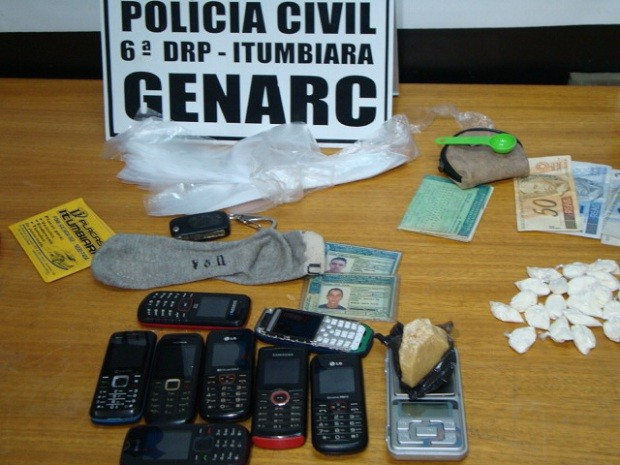 Apreensão em Itumbiara: 23 gramas de cocaína e 100 gramas de crack (Foto: Divulgação/Polícia Civil)
