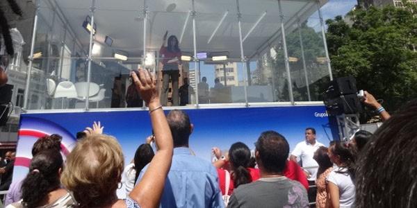 Cristina Ranzolin interage com o público direto do Estúdio Panorâmico (Foto: Luiza Carneiro/G1)