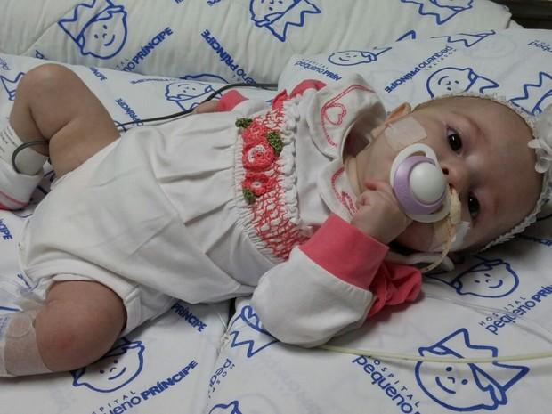 Isabella sofre de miocardiopatia dilatada (Foto: Paula Heidy/Arquivo pessoal)
