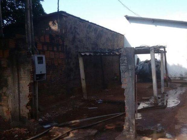 Casa pegou fogo em Tupã (Foto: João Trentini/Rádio Tupã/Divulgação)