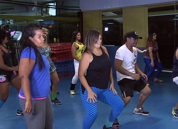 Aulão de aeróbica com os participantes do Me Transforme para o Verão 2016 (Foto: Reprodução / TV Sergipe)