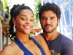 Juliana Alves e Guilherme Duarte na novelas Duas Caras (Foto: João Miguel Júnior/ TV Globo)