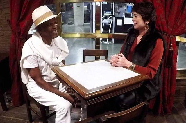 Leila Richers grava com Antônio Pitanga para seu canal no YouTube (Foto: Divulgação)