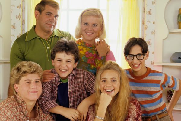 Elenco principal de Anos Incríveis como a família Arnold (Foto: Reprodução)