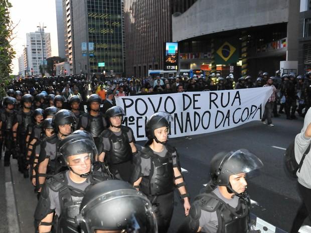 SP protesto Copa tropa Robocop (Foto: J. Duran Machfee/Futura Press/Estadão Conteúdo)
