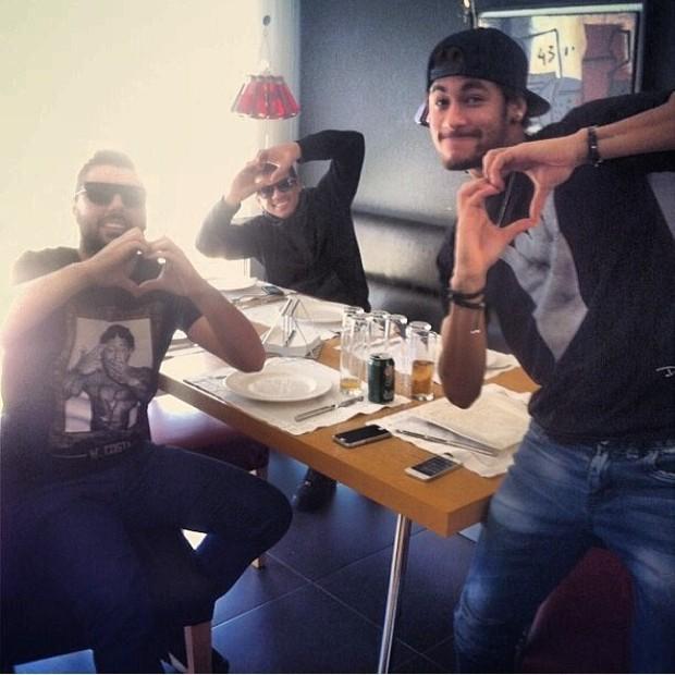 Neymar com amigos (Foto: Reprodução/Instagram)