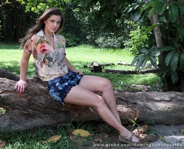 Angela Sousa arrasa durante ensaio fotográfico no parque (Foto: Carol Caminha/ TV Globo)