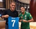 Curtinhas: Pezão encontra Hulk em Miami e ganha camisa autografada