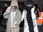 Vanessa Hudgens e Selena Gomez  desembarcam irreconhecíveis
