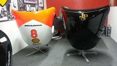Os assentos da McLaren e da Lotus (Foto: Divulgação)