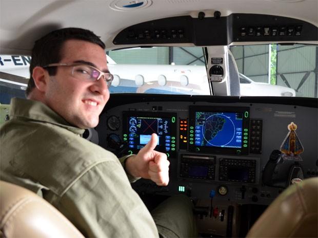 Piloto Walter Todelo busca recorde de pessoa mais jovem a dar a volta ao mundo com monomotor (Foto: Isabela Leite/G1 Campinas)